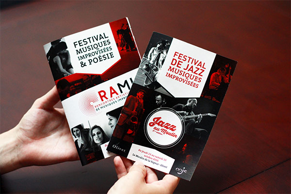 Jazz au moulin ou les Rami sont un festival de musique contemporaine et jazz ainsi que de poésie. ils nous ont demandé de créer une visuel pour affiche et déclinaison pour un programme basé sur le graphisme constructiviste russe.