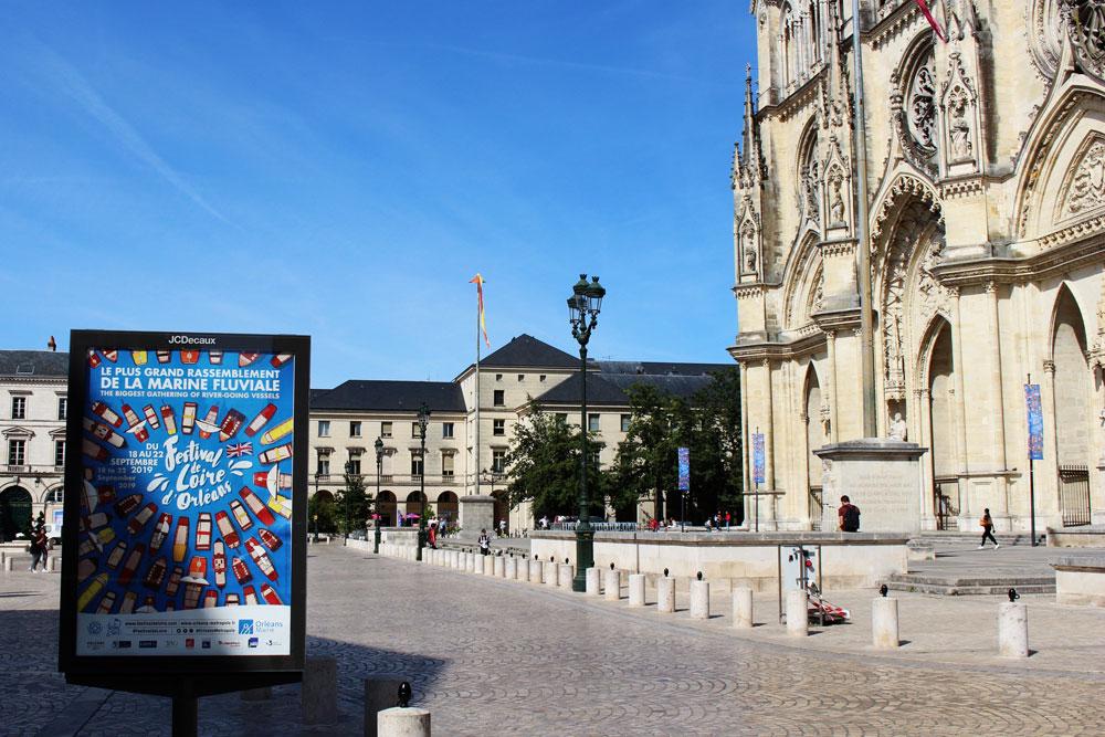 Communication des fêtes de loire d'Orléans par l'agence de communication globale des monstres
